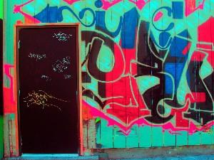 LANE * PHOTOGRAPHER,MARIAN-graffiti door